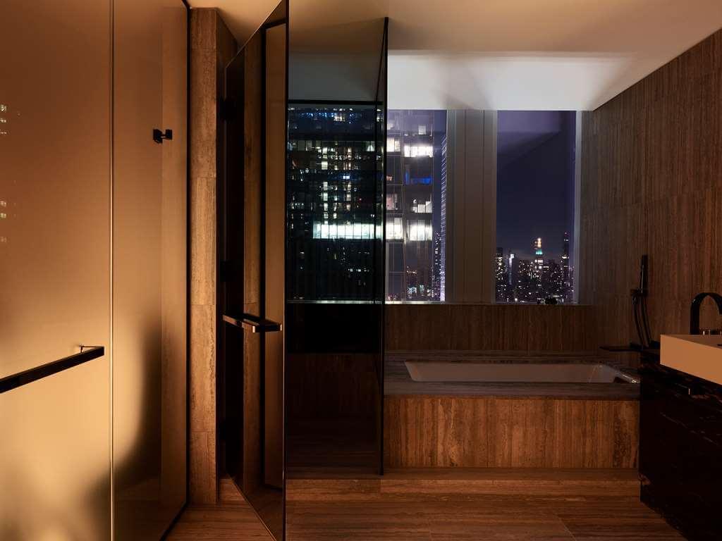 Equinox酒店套房浴室