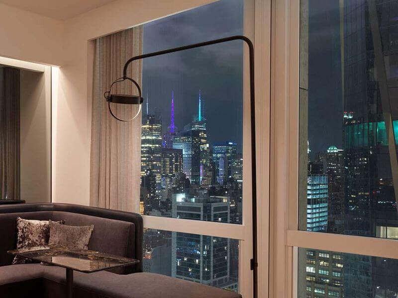 豪华一卧室角落套房天际线  Deluxe One Bedroom Corner Suite